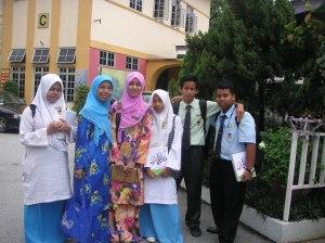 Bersama pelajar yang akan ke Ma'a Daerah